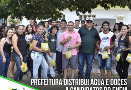 Prefeitura distribui água e doces a candidatos do ENEM
