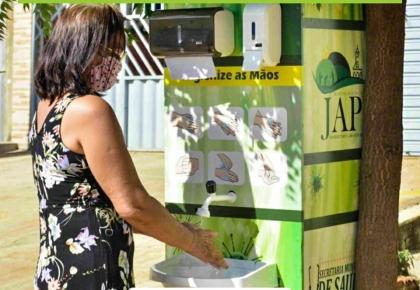 Prefeitura instala pias e totens de dispensação de álcool em gel.